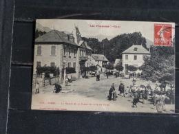 F17 - 31 - Cierp - La Mairie Et La Place Un Jour De Foire - Edition Labouche - - Otros Municipios