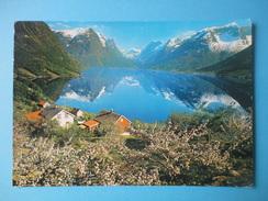 Norvegia - Oppstryn - Fruitblossom Time - Scorcio Con Lago - Francobollo 1982 Selje Monasterie, Selja 3,00 Kr - Norvegia