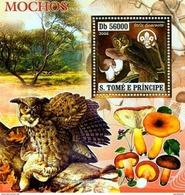 SAO TOME E PRINCIPE 2006 SHEET MOCHOS OWLS EULEN HIBOUX BIRDS MUSHROOMS CHAMPIGNONS PILZEN FUNGHI GOLD St6407b - Sao Tome En Principe