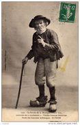 """FOLKLORE Costumes  SAINT-THOIS -Le Sorcier De La Montagne Laouic Coz Racontant Ses """"conchenous""""   Ed.VILLARD - Personnages"""