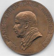 JUAN CARLOS OLIVA NAVARRO CELEBRE ESCULTOR URUGUAYO NATURALIZADO ARGENTINO (1888-1951) MEDALLON TRES BON ETAT - Professionnels / De Société