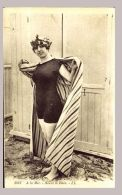 CPA - 5022. A La Mer - Avant Le Bain .- LL - Women