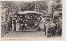 CPA - Marseille - Un Marchand De Coquillages , Et Un Marchand De Cartes Postales - Vieux Port, Saint Victor, Le Panier