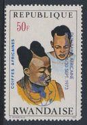 Ruanda Rwanda 1973 Mi 594 A YT 552 + Optd ** Rwanda Girls – African Hairdresses / Ruanda Haartracht - Costumes