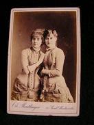 Ancienne Photo Grance Cdv 16,5 Cm Par 10,9 Cm Actrice Comedienne Theatre 2 Femmes A Identifier Reutlinger 21 - Photos