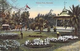 ** Lot Of 2 Postcards ** CARIBBEAN Caraïbes West Indies Antilles - BERMUDA Bermudes - VICTORIA PARK - CPA - Caribe - Bermudes