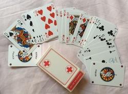 Carte à Jouer 54 Cartes , Croix Rouge - Cartes à Jouer Classiques