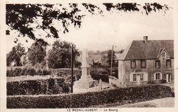CPA -  LE MESNIL - AUBERT  (50)   Le Bourg -  Monument Aux Morts . - France