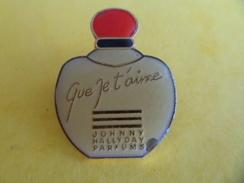 NO Pins Pin's Broche Parfum Que Je T'Aime De JOHNNY HALLYDAY Signé Formula Paris Variété Epoxy - Perfume