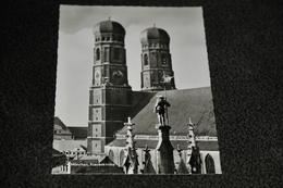 2429- München, Frauenkirche - Kerken En Kloosters