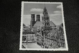 2428- München, Rathaus/Frauentürme - Kerken En Kloosters