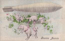 CPA Illustrée BONNE ANNEE  Portes Bonheur   COCHONS GUI TREFLE 4 Feuilles Sur Un DIRIGEABLE Timbre 1910 - Nouvel An