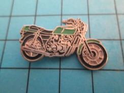 Pin811i Pin's Pins / Beau Et Rare : MOTOS / MOTO ROUTIERE VERTE MARQUE ET MODELE A IDENTIFIER PAR LES SPECIALISTES - Motos