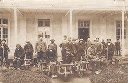 CARTE PHOTO BROUETTES Anciens Ouvriers Pour Jardins ( Sabots Paysagistes ) - Métiers