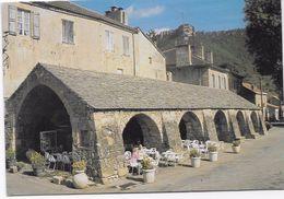CPM - La Halle Du XVI S.  Et Le Roc Nantais A L'arrière-plan. - Andere Gemeenten