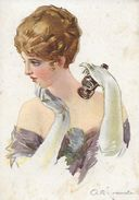 CPA  Illustrateur Italien M.Simonetti.  Portrait De Jolie Femme En Robe De Soirée, Gant Long Et Jumelle. ..G955 - Illustrators & Photographers