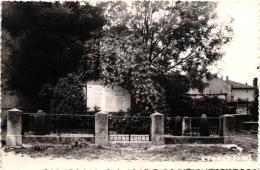 ETON  MONUMENT AUX MORTS  REF 53795 - Autres Communes