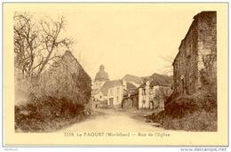56/CPA - Le Faouet - Rue De L'Eglise - Le Faouet