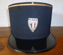 KEPI POLICE MUNICIPALE ANCIEN , INSIGNE EMAIL ARCAPEA PARIS - Copricapi