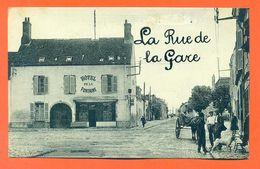"""CPA 45 Artenay """" La Rue De La Gare """" Hotel De La Fontaine - LJCP 49 - Artenay"""