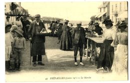 CPA 44 Loire Atlantique Préfailles Le Marché Animé - Préfailles