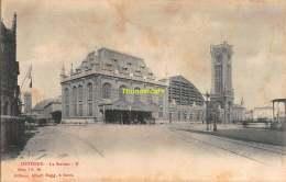 CPA OOSTENDE OSTENDE  LA STATION ALBERT SUGG SERIE 7 NO 89 ( KAART KOMT DOOR OUDERDOM LOS  ! ) - Oostende