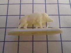 PUB001 Figurine Ou Jouet Publicitaire Plastique Années 50/60  THEME ANIMAUX : SANGLIER OU COCHON SAUVAGE - Autres