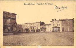 79-CHAMPDENIERS- PLACE DE LA REPUBLIQUE - Champdeniers Saint Denis