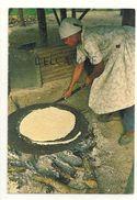 Belize. Old Belizean Carib Woman. Femme Qui Cuit Son Pain - Belize