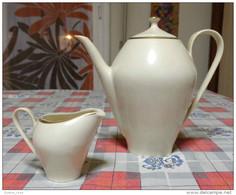 Vecchia Teiera E Lattiera In Porcellana Marchiata C T Porzellan - Ceramica & Terraglie