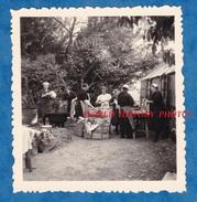Photo Ancienne - à Situer - BRETAGNE ? - Groupe De Femme à La Vaisselle - Voir Coiffe - Folklore Breton ? Work Travail - Métiers
