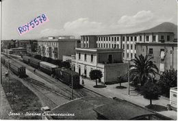 Campania  Sarno Stazione Ferroviaria Circumvesuviana Veduta Interno Stazione Treni Fermi Animata Anni 50 - Stations With Trains