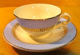 TASSE ET SOUS TASSE CAFES GILBERT U FAIENCERIE - Tasas