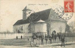 89 - CHEMILLY - YONNE - PLACE ET L'EGLISE - ANIMEE - VOIR SCANS - Altri Comuni