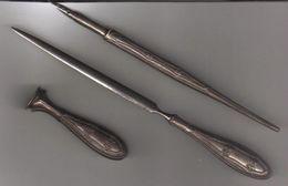 Set Di Tre Pezzi, Tagliacarte Penna E Sigillo, Con Impugnature In Argento - Anni '50/'60 - Altre Collezioni