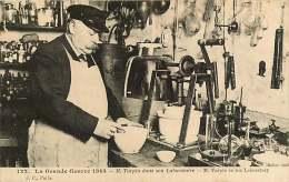 111017 MILITARIA GUERRE La Grande Guerre 1914 M TURPIN Dans Son Laboratoire COLOMBES Jouets Explosif Mélinite Inventeur - Personnages
