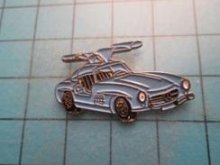 Pin1315c Pin's Pins : BEAU ET RARE :  MERCEDES PORTIERES PAPILLON ANNEES 50/60    , Marquage Au Dos : - ---  - - Mercedes