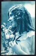 Jeune Fille Avec Fleurs - Circulé - Circulated - Gelaufen - 1925. - Femmes