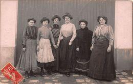 CARTE PHOTO- GROUPE DE FEMMES- A SITUER - Métiers