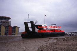 Reproduction D'une Photographie D'une Vue De L'arrière D'un Hoovercraft Sur La Plage à Southsea En Angleterre En 1975 - Reproductions