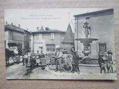 GARD 30   AIGUES- VIVES   -  PLACE DE LA FONTAINE ET   MAISON NATALE  DE M. DOUMERGUE ,  MINISTRE     TRES  ANIME    TTB - Aigues-Vives