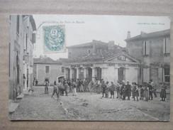 GARD 30   GALLARGUES   -   LA PLACE DU MARCHE  -   LA HALLE        TRES   ANIME     TTB - Gallargues-le-Montueux