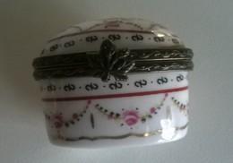 Boîte à Pilules - En Porcelaine Et  Métal - - Boîtes/Coffrets