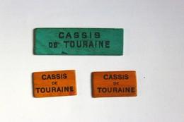 3 Jetons En Bois Jeu De Cartes Alcool R. TOUZIN Tours Cassis De Touraine - Alcools