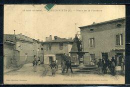 AIGUES-VIVES . Place De La Fontaine , Carte Trés Animée .    Voir Recto - Verso    (U512) - Aigues-Vives