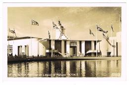 RB 1170 -  1939 Exhibition Postcard - New York World Fair - British Pavilion From Lagoon - Exhibitions