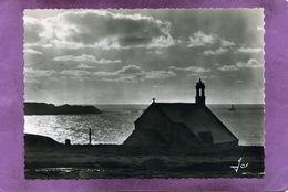29 Ceden-Cap Sizun Pointe Du Van  La Chapelle Saint-They Et La Pointe Du Raz Devant La Baie Des Trépassés - Cléden-Cap-Sizun