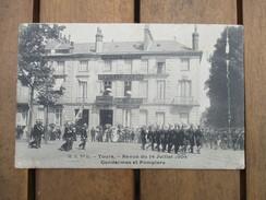 CPA  37 TOURS REVUE DU 14 JUILLET 1904 GENDARMES ET POMPIERS - Tours