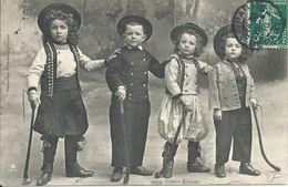 Bretagne : N° 1950. Jeunes Bretons.Folklore/Costumes. - Bretagne