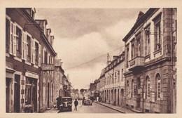 CPA Landivisiau, La Mairie Et La Rue De Brest (pk39561) - Landivisiau
